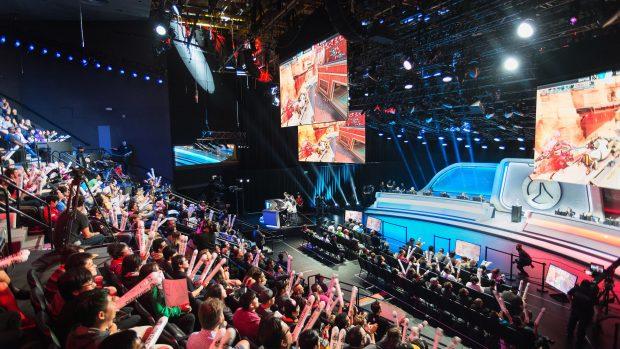 Una gara della Overwatch League: nel primo trimestre del 2018 i giocatori professionisti hanno accumulato oltre 11mila dollari di multa per comportamenti scorretti