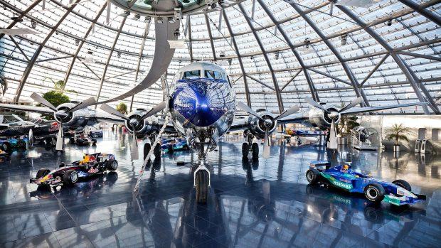 Il Red Bull Hangar 7 di Salisburgo, tempio della velocità su ogni mezzo. Anche digitale.