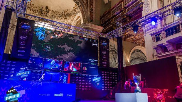 La cattedrale di Lucca è uno dei luoghi più suggestivi nei quali ambientare una competizione di eSports.