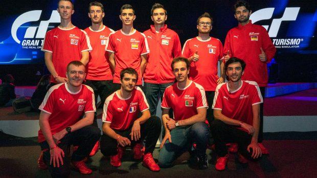I 10 piloti europei ammessi alla Finale Mondiale del Gran Turismo World Tour: inginocchiato, in basso a destra, Giorgio Mangano.