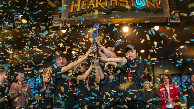 Leaoh, OmegaZero, Trunks e YouLove sollevano la coppa degli Hearthstone Global Games 2018.