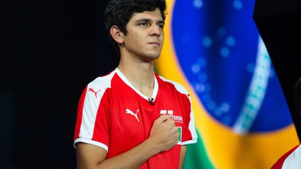 Igor Fraga, il ventenne brasiliano laureatosi Campione del mondo di Gran Turismo Sport.