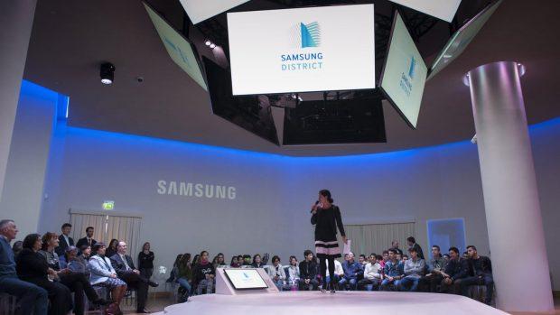La Samsung Arena di Milano verrà trasformata con palco, schermi e postazioni di guida per ospitare l'evento.