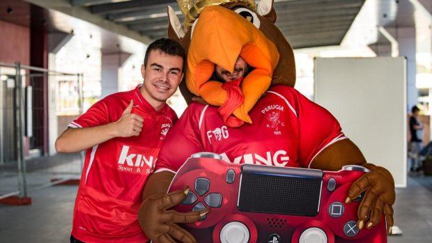 """Elia """"Ruggio"""" Rugini veste la maglia del Perugia nelle competizioni di FIFA."""